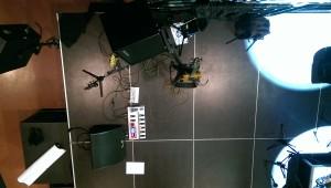 Setup auf großer Bühne mit Bassamp an der Seite und Monitor vorne.