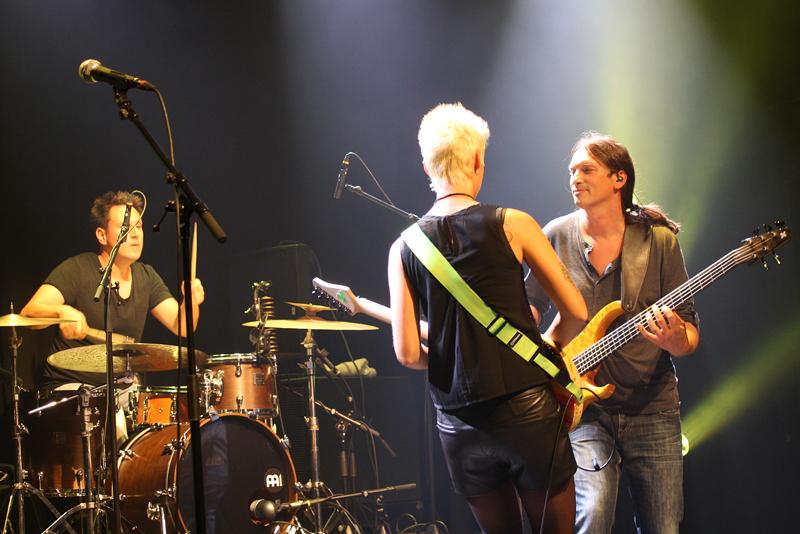 Bassist bass steffen knauss yasi hofer